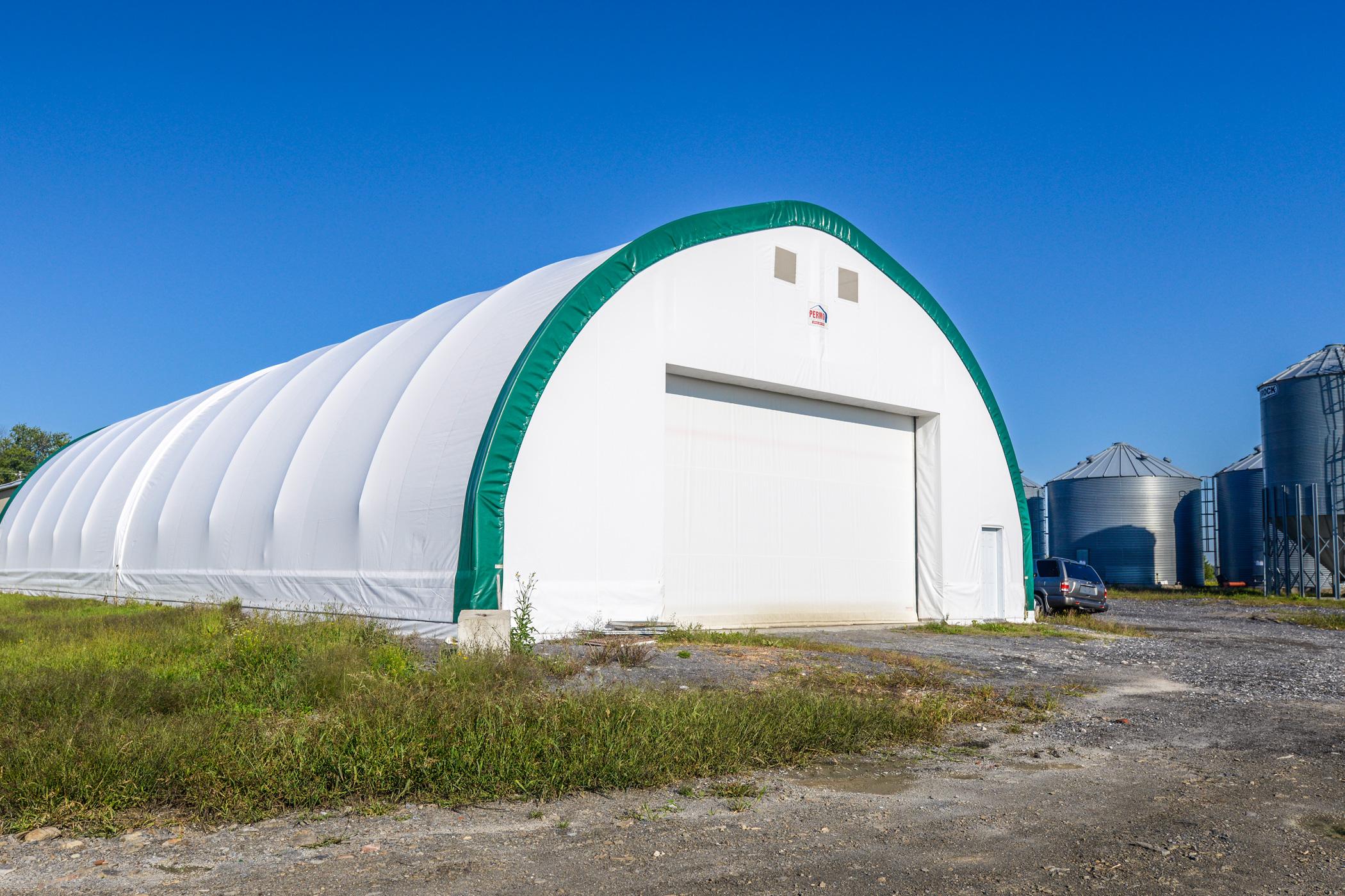 Permodome vert avec porte de garage 2